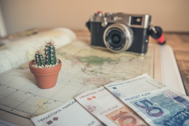 How To Travel on a Budget (Top Tips)